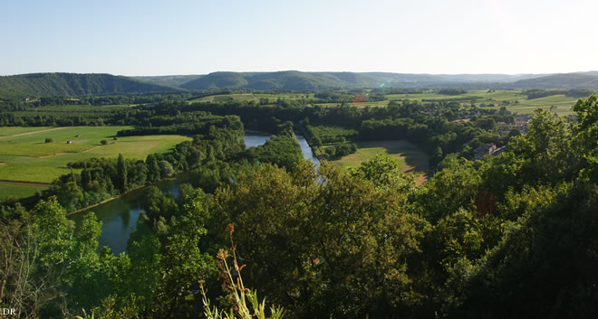 Les rives du Lot où s'étagent les terrasses de Cahors