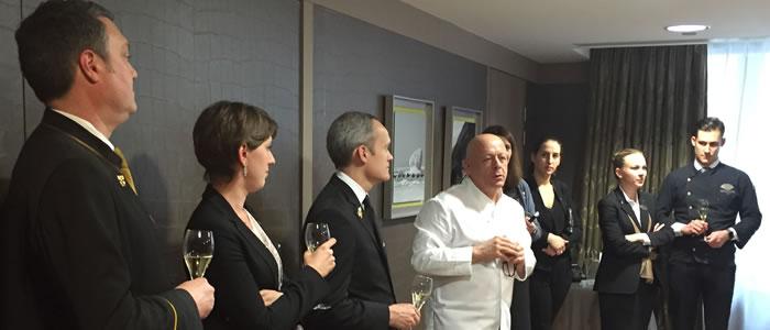 Thierry Marx félicitant David BIraud au Mandarin Oriental à son retour d'Argentine