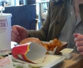 Les chaînes de fast-food épinglées pour leur absence de tri de déchets